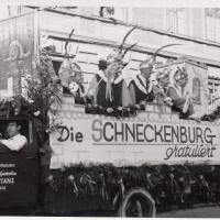 Umzug Fasnachtssonntag:70 Jahre Elefanten. Der Gratulationswagen mit Präsident J. Gottmann uns sein Gefolge.