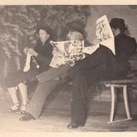 Bunter Abend: Die drei Herrschaften saßen in der närrisch angehauchten Wintersonne.