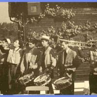 Am 03.05.1953 war der Fanfarenzug bei der traditionellen Maientour dabei. Diesmal ging die Wanderung nach Hegne.
