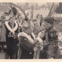 Schmutziger Donnerstag: Frau Nübel bekam wie in jedem Jahr den Orden der Schneckenburg.