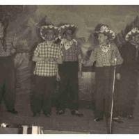 Bunter Abend: Mit Tabak und Rum hieß es bei der Gesangsnummer. Mit dabei: Herbert May, Walter Stöß, Alfred Koch, Bruno Ramsperger, Werner Mutter, Arno Moser, Paul Bischoff.