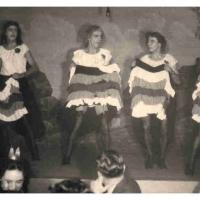 Bunter Abend: Das Männerballett zeigte, wie es in den Pariser Nächten zugeht. Es tanzten: W. und D. Stöß, W. Mutter, K. Hofmeier, B. Ramsperger und H. Tremmel.
