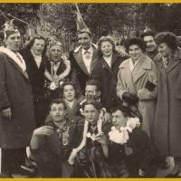 Schmutziger Donnerstag: Gruppenbild mit Elferräten (Walter Stöß, Walter Buck, Ludwig Degen), einigen Elferfrauen und Schneckenprinzessin Christel Gassner unten in der Mitte.