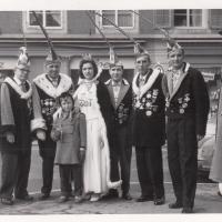Schmutziger Donnerstag: Gruppenbild auf dem Gottmannplatz.