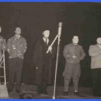 Jubiläums-Abend: Danach konnte das Publikum einen Blick in das Wachsfigurenkabinett mit großen Männern unserer Zeit werfen. In Wachs gegossen waren: W. Zinkhöfer, D. Stöß (Adenauer, de Gaulle, Eisenhower, Lumumba, Chruschtschow und Fidel Castro).