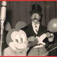 Jubiläums-Abend: Fritz Ehrler nochmal als Luftballon-Verkäufer auf dem Seenachtsfest.