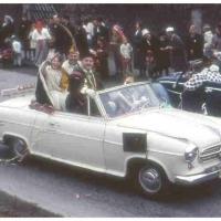 Umzug in Wollmatingen: Präsident und Prinzessin fuhren mit dem Auto.