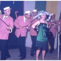 Bunter Abend im Schützen: Eine musikalische Tagesschau boten G. Gold, W. Schaer, G. Schöller, D. und W. Stöß, W. Theuerjahr und E. Volz.
