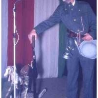 Bunter Abend im Schützen: Ewald Volz als Regimentstrottel. Er berichtete hier was er den ganzen Tag so trieb.