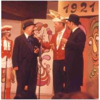 50 Jahre Schneckenburg: Die Gäste kamen zum Gratulieren und wurden mit einem Orden bedankt.