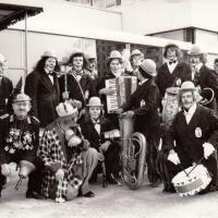 Schmutziger Donnerstag: Die Clowngruppe beim Wecken in der CGK.