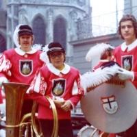 Der Fanfarenzug erstmalig in der neuen Uniform. Von Links: Herbert Heinrich, Bruno Zachenbacher und Gerd Zachenbacher.