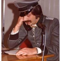 Eröffnung der Fasnachtssaison: Rainer Schmalbach mit einer Solonummer als Polizist.