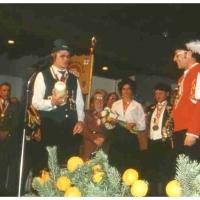 25 Jahre Fanfarenzug Schneckenburg: Alex Volz wurde vom Vertreter des Landesverbandes der Fanfarenzüge geehrt.
