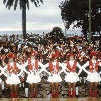 Fanfarenzug und Garde in Nizza: Auftritt im Park vor dem Hotel.