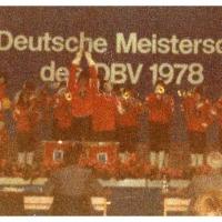 Deutsche Meisterschaft in Aschaffenburg: Der Fanfarenzug auf der Bühne.