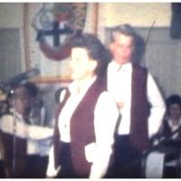 Fasnachtseröffnung im Ziegelhof: Die Schneckenburg-Gesangsnummer mit Mary und Rudi Deutinger, Inge und Dieter Stöß, Marga und Wolfgang Theuerjahr.