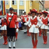 Neunburg vorm Wald: Die Garde läuft vorweg.