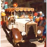 Umzug am Fasnachtssonntag: Das Clownauto der Schneckenburg.