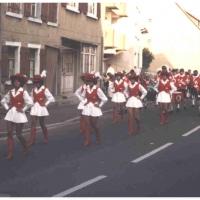 Die Schneckenburg-Garde und der Fanfarenzug bei der Dorffest-Eröffnung in Wollmatingen.
