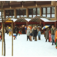 Schmutziger Donnerstag: Wieder Narrenkirmes auf dem Gottmannplatz.