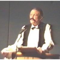 11.11. in der Handwerkskammer: Paul Bischoff als Ober-Kellner in der Bütt.