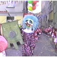 Umzug in der Stadt: Ekkehard Moser führt den Umzug im Clown (Eigendlich der misslungene Urschreck.) an.