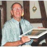 40 Jahre Elferrat. Präsident Alex I. überreicht die Geschenke und Urkunden.