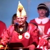 11.11. in der Linde: Vizepräsident Paul Bischoff begrüßt die Gäste. Präsident Alex Volz urlaubt derweil auf Ibiza.