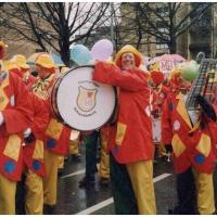 Umzug der Hofpeter in Petershausen: Die Clowngruppe bei der Aufstellung.
