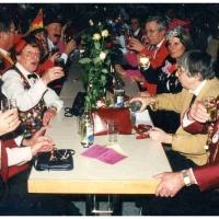 75 Jahre Schneckenburg: Die zahlreichen Gäste in Jubiläumslaune.
