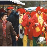 Rosenmontag: Die Clowngruppe zu Gast im Hindenburgblock.