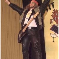 11.11. in der Linde: Der Rockmusiker läßt sich feiern.