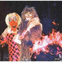 Verbrennung auf dem Stefanplatz: Der Schneeschreck vor der verbrannten Puppe.