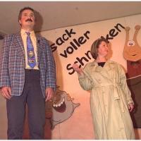 11.11. in der Linde: Kundin Marianne Schmalbach-Fiedler bringt Türklinkel Ekki Moser zur Reparatur.
