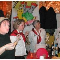 11.11. in der Linde: Auch diese Damen bereiteten sich auf Ihren Auftritt vor.