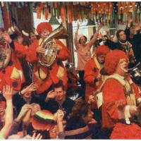 Rosenmontag: Die Clowngruppe beim Speckessen im Stefanhaus.