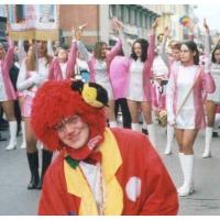 Clowngruppe beim Carneval in Viareggio: Noch sucht man nach geeigneten Motiven.