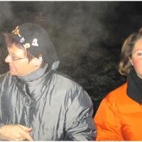 Schneeschreckerwachen in der Unikurve: Das Glühweinteam Erika und Marianne.