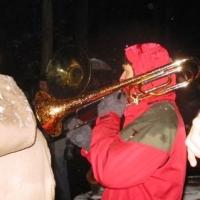 Schneeschreckerwachen in der Unikurve: Zum Abschluss spielte die Clowngruppe der Schneckenburg.