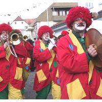 Die Schneckenburg mit der Clowngruppe beim Hegau-Bodensee-Umzug in Tengen.