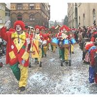 Umzug in der Stadt: Die Clowngruppe war dabei.