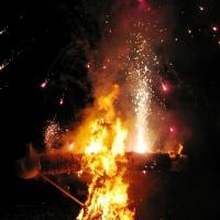 Verbrennung auf dem Stephansplatz: Dann ging die Puppe in Flammen auf.