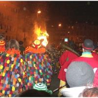 Verbrennung auf dem Stephansplatz: Viele Menschen waren bei dem Spektakel dabei.