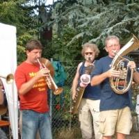Schneckenburg-Gartenfest beim Martin Fistler im Garten: Zuerst die Clowngruppe.