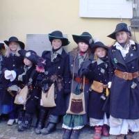 Hegau-Bodensee-Umzug in Hilzingen: Auch die Jugend des Räubers warteten auf den Start.
