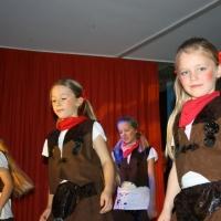 """11.11. in der Linde: Die Tanzmaüse der Schneckenburg unter der Leitung von Karin Ott führten """"Texas Sqare"""" auf."""