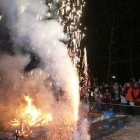 Schneeschreck Erwachen in der Unikurve: Kleines Feuerwerk am Feuer.