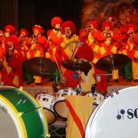 Rosenmontag mit der Clowngruppe: Auftritt in der Halle in Moos.