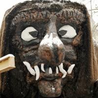 Schmutziger Donnerstag: Die Maske des Schneeschreckautos hatte mittlerweile eine weiße Nase.